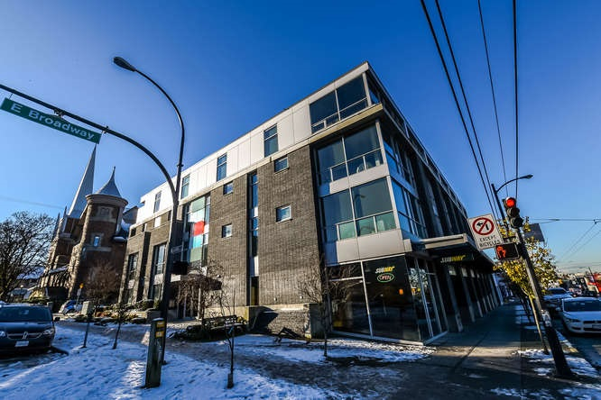 Photo 2: 403 2511 QUEBEC STREET in Vancouver: Mount Pleasant VE Condo for sale (Vancouver East)  : MLS(r) # R2127027