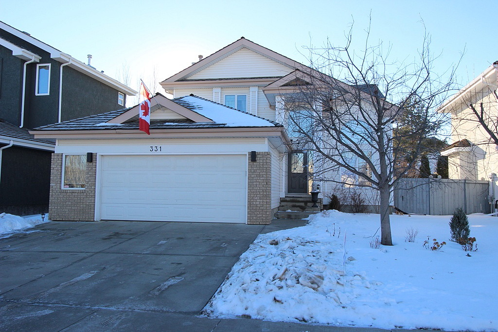 Main Photo: 331 DARLINGTON Crescent: House for sale