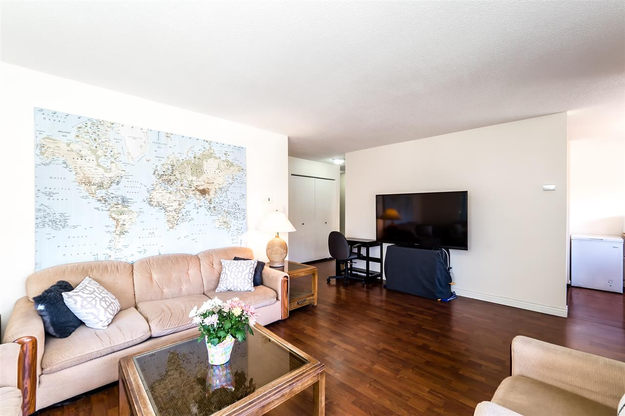 Photo 2: 202 127 E 4TH STREET in North Vancouver: Lower Lonsdale Condo for sale : MLS® # R2161252