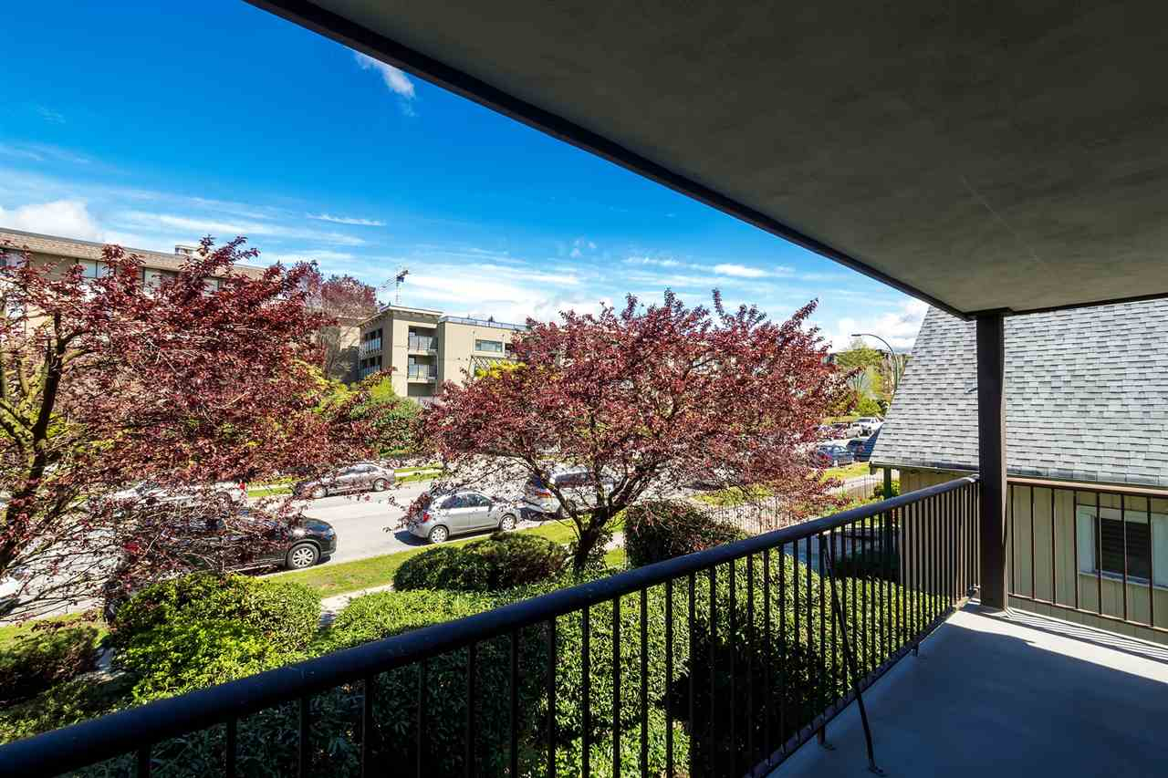 Photo 12: 202 127 E 4TH STREET in North Vancouver: Lower Lonsdale Condo for sale : MLS® # R2161252