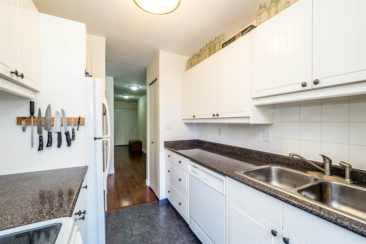 Photo 3: 202 127 E 4TH STREET in North Vancouver: Lower Lonsdale Condo for sale : MLS® # R2161252