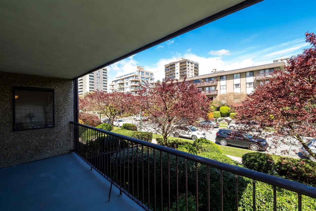 Photo 11: 202 127 E 4TH STREET in North Vancouver: Lower Lonsdale Condo for sale : MLS® # R2161252