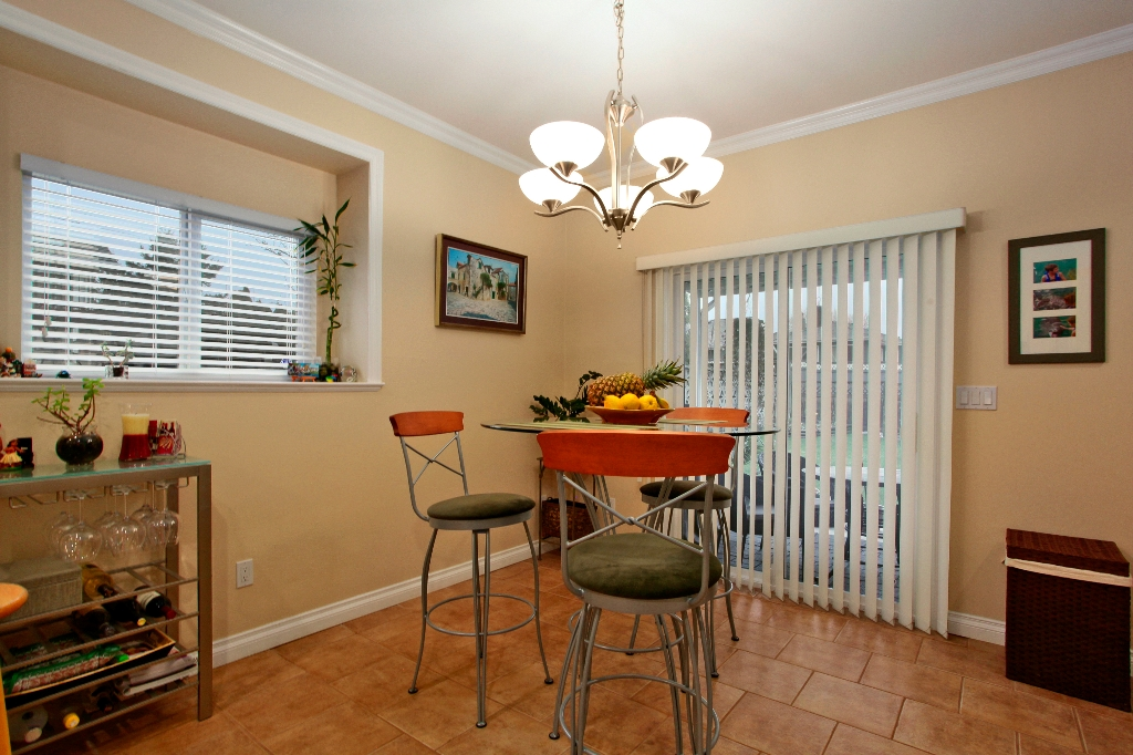Photo 4: 6882 NAPIER Street in Burnaby: Sperling-Duthie House 1/2 Duplex for sale (Burnaby North)  : MLS(r) # V942052