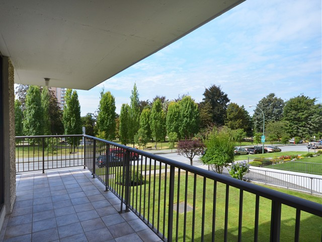 Photo 3: Photos: 101 140 E KEITH Road in North Vancouver: Central Lonsdale Condo for sale : MLS®# V967748