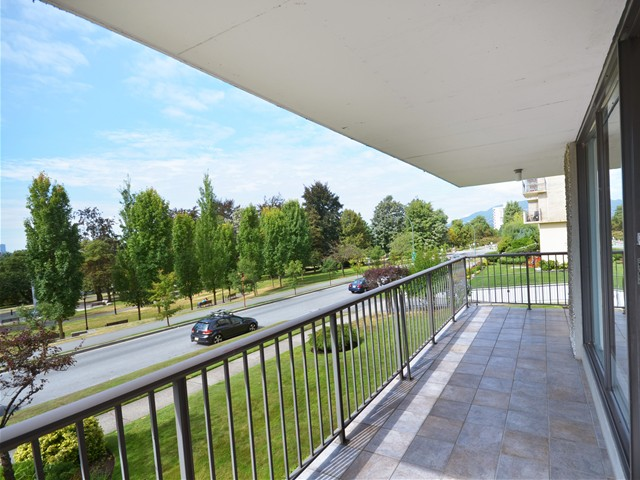 Photo 2: Photos: 101 140 E KEITH Road in North Vancouver: Central Lonsdale Condo for sale : MLS®# V967748