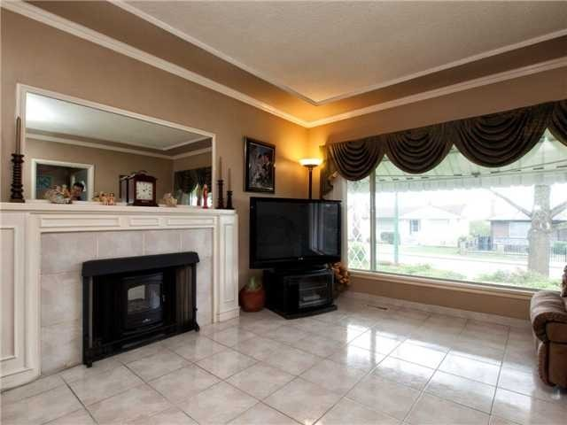 Photo 6: 4525 PARKER Street in Burnaby: Brentwood Park House for sale (Burnaby North)  : MLS(r) # V988069