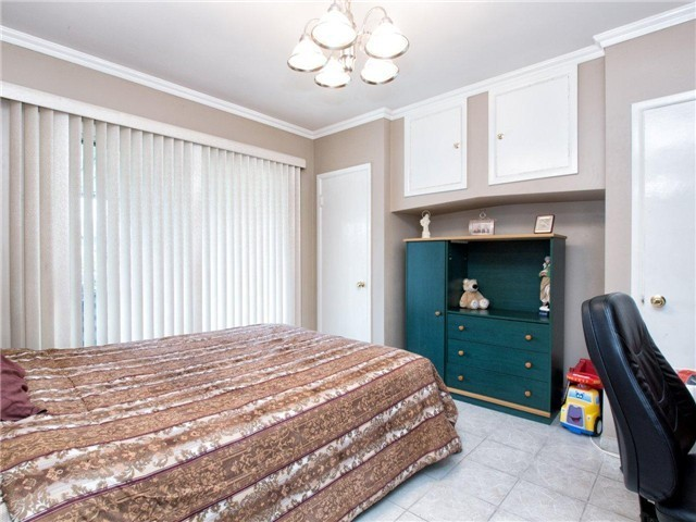 Photo 4: 4525 PARKER Street in Burnaby: Brentwood Park House for sale (Burnaby North)  : MLS(r) # V988069