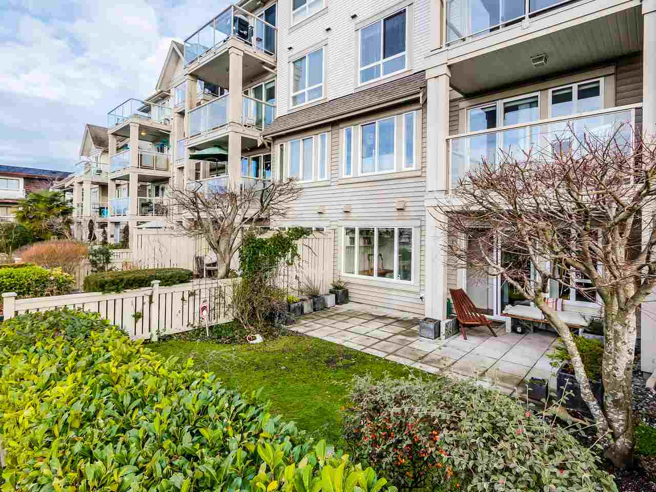 Photo 5: 109 333 E 1ST STREET in North Vancouver: Lower Lonsdale Condo for sale : MLS® # R2032321