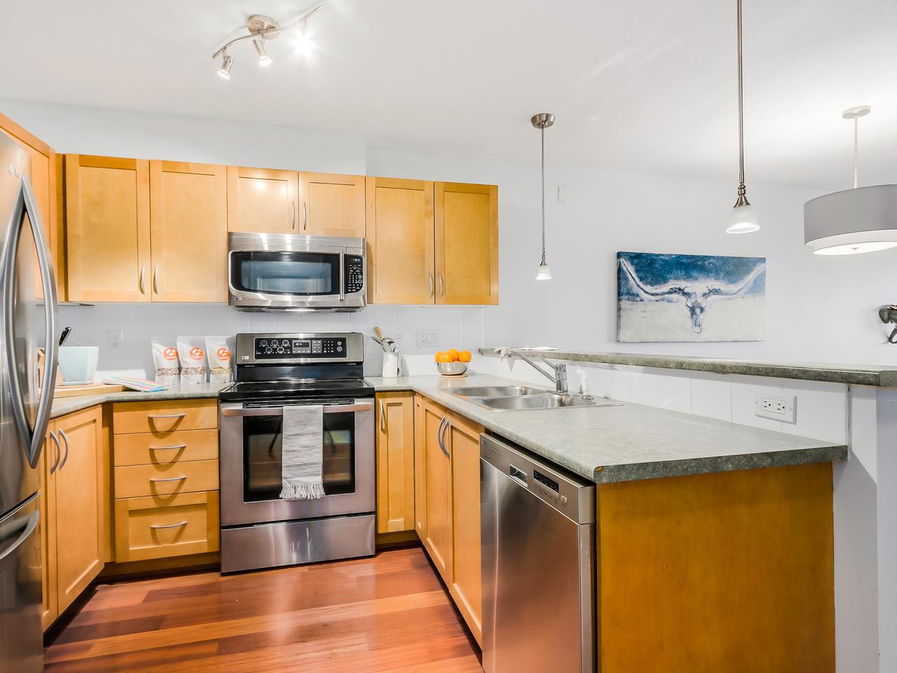 Photo 11: 109 333 E 1ST STREET in North Vancouver: Lower Lonsdale Condo for sale : MLS® # R2032321