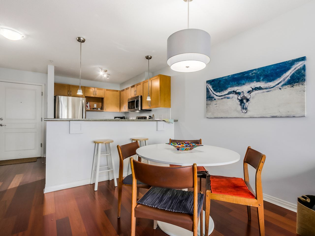 Photo 8: 109 333 E 1ST STREET in North Vancouver: Lower Lonsdale Condo for sale : MLS® # R2032321