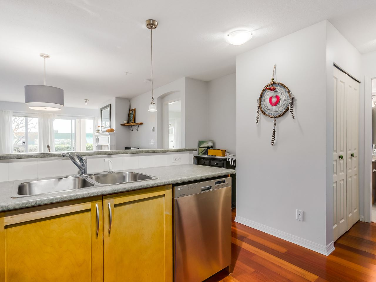 Photo 12: 109 333 E 1ST STREET in North Vancouver: Lower Lonsdale Condo for sale : MLS® # R2032321