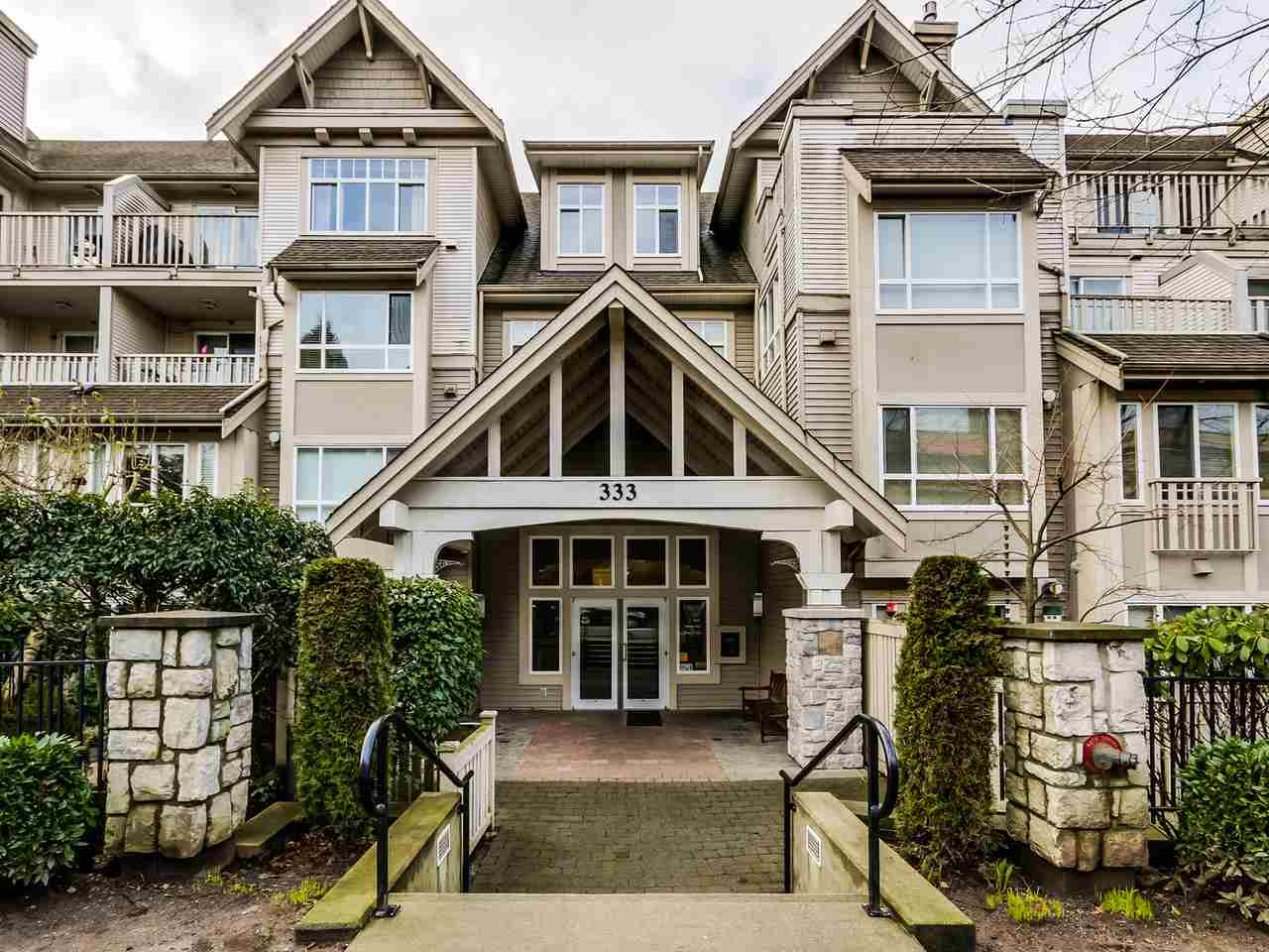 Main Photo: 109 333 E 1ST STREET in North Vancouver: Lower Lonsdale Condo for sale : MLS® # R2032321