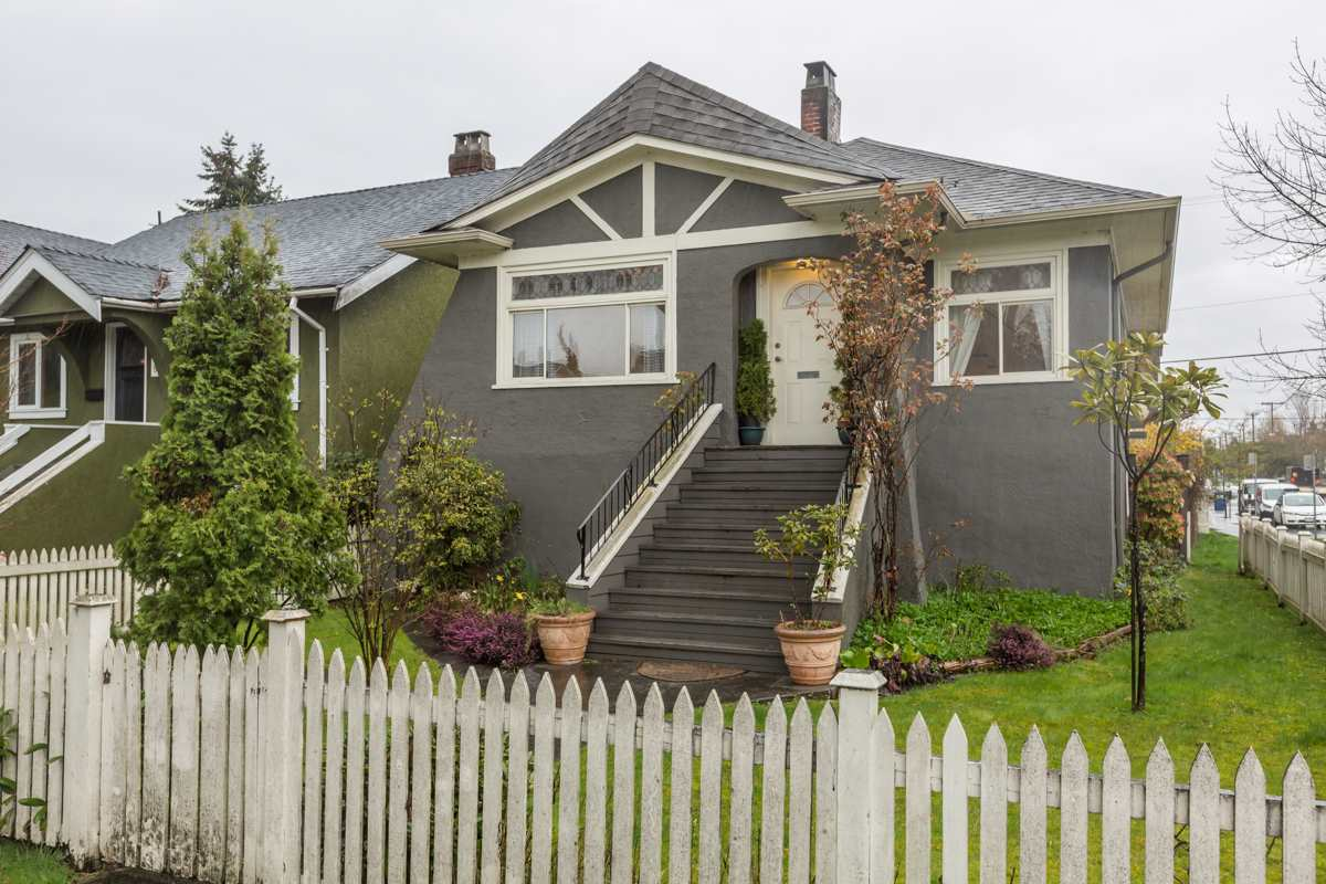 Main Photo: 3305 W 10TH AVENUE in Vancouver: Kitsilano House for sale (Vancouver West)  : MLS®# R2155988
