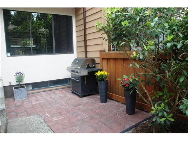 Photo 2: 4792 Fernglen Drive in Burnaby South: Greentree Village Townhouse for sale : MLS® # V1064778