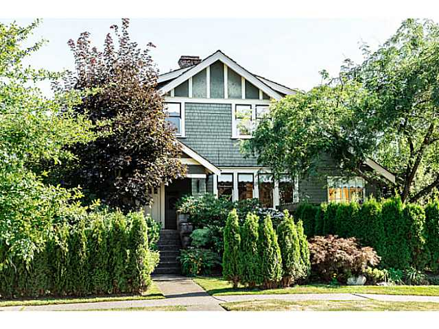 "Main Photo: 402 SIXTH Avenue in New Westminster: Queens Park House for sale in ""QUEEN'S PARK"" : MLS(r) # V1083749"
