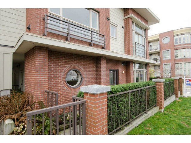 Main Photo: 218 E 12 Avenue in Vancouver: Mount Pleasant VE Townhouse for sale (Vancouver East)  : MLS® # V1054641