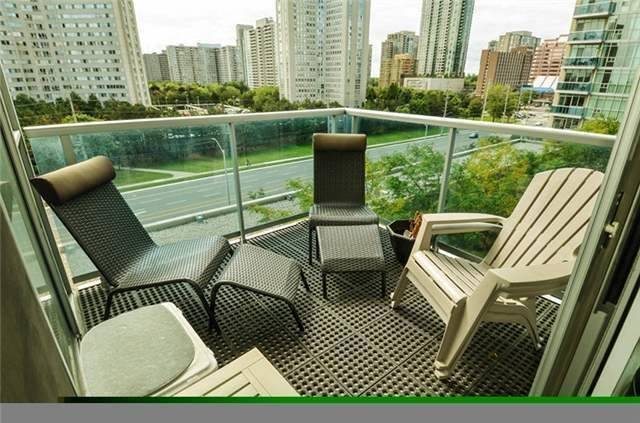 Photo 2: 90 Absolute Ave Unit #606 in Mississauga: City Centre Condo for sale : MLS(r) # W3402364