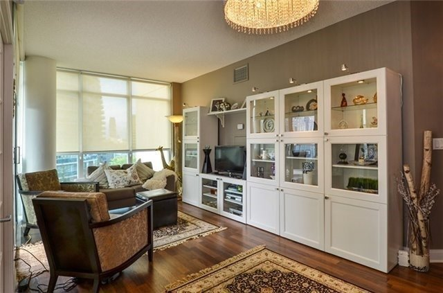 Photo 12: 90 Absolute Ave Unit #606 in Mississauga: City Centre Condo for sale : MLS(r) # W3402364