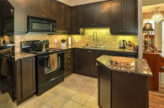 Photo 10: 90 Absolute Ave Unit #606 in Mississauga: City Centre Condo for sale : MLS(r) # W3402364