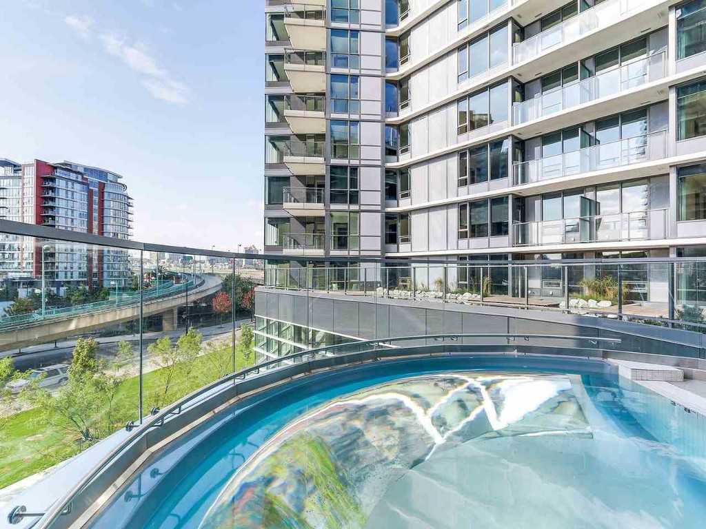 Main Photo: 715 68 Smithe Street in Vancouver: Yaletown Condo for sale (Vancouver West)  : MLS®# R2093-19