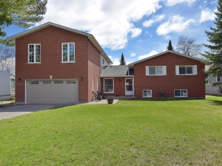 Main Photo: 8 Beavers Lane in Kawartha Lakes: Freehold for sale : MLS®# X3771019