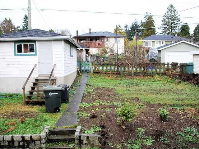 Photo 6: 6537 PORTLAND Street in Burnaby: South Slope House for sale (Burnaby South)  : MLS® # V986285