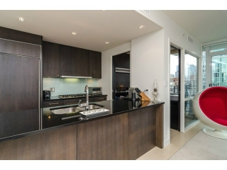 "Main Photo: 1503 1455 HOWE Street in Vancouver: Yaletown Condo for sale in ""POMARIA"" (Vancouver West)  : MLS(r) # V997869"