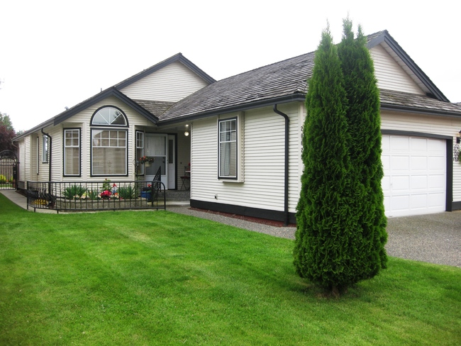 Photo 1: 20622 West River Road in Maple Ridge: Home for sale : MLS(r) # NEW