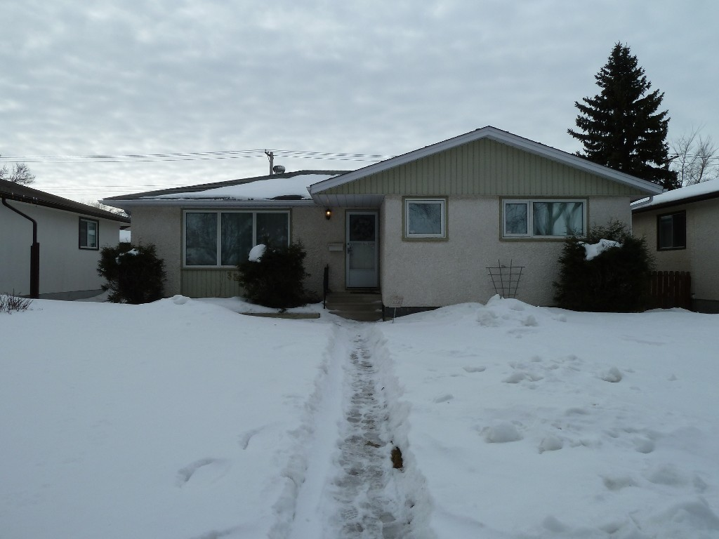 Main Photo: 330 Southall Drive in Winnipeg: Single Family Detached for sale : MLS® # 1604227