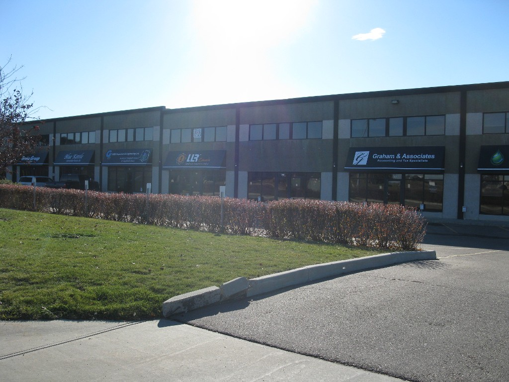 Main Photo: 100 20 Circle Drive: Business with Property for sale or lease (St. Albert)  : MLS(r) # e4041832