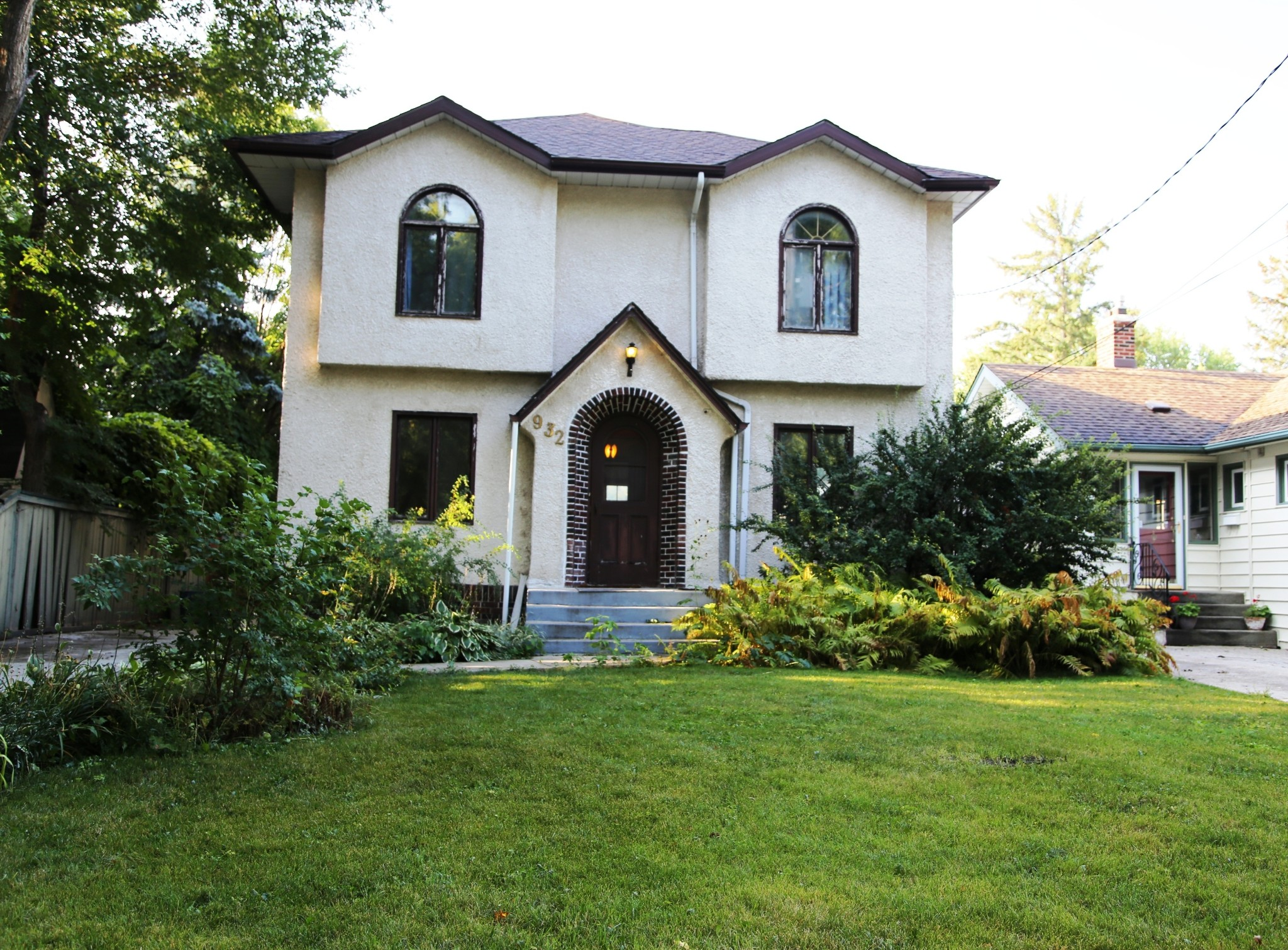 Welcome to 932 Palmerston Ave. in Wolseley on the River!
