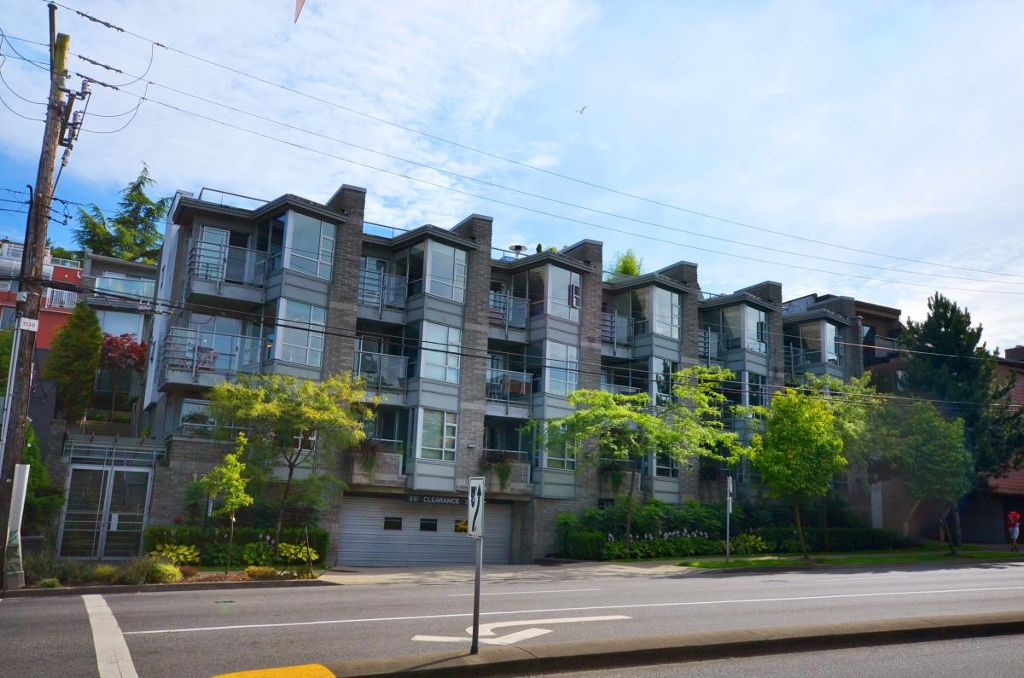 "Main Photo: 6 1250 W 6TH Avenue in Vancouver: Fairview VW Townhouse for sale in ""SILVER"" (Vancouver West)  : MLS® # V965428"
