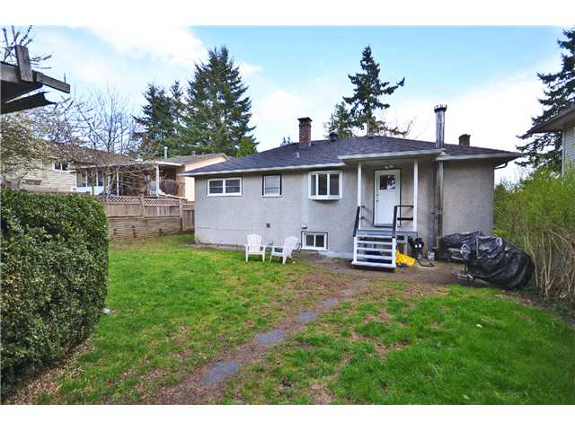 Photo 10: 8049 GILLEY Avenue in Burnaby: South Slope House for sale (Burnaby South)  : MLS(r) # V1001830