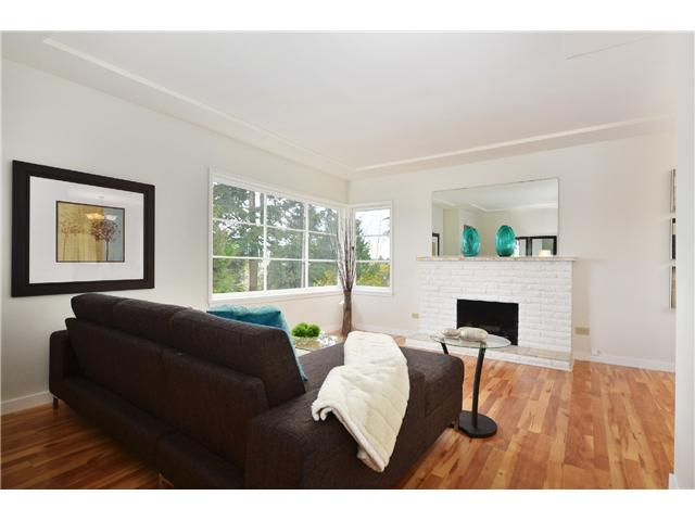 Photo 3: 8049 GILLEY Avenue in Burnaby: South Slope House for sale (Burnaby South)  : MLS(r) # V1001830