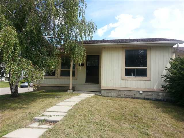 Main Photo: 59 FALLSWATER Road NE in CALGARY: Falconridge Residential Detached Single Family for sale (Calgary)  : MLS® # C3582374