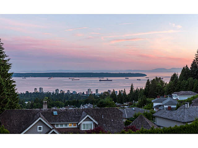 Main Photo: 1337 CAMRIDGE ROAD in WEST VANC: Chartwell House for sale (West Vancouver)  : MLS® # V1125818