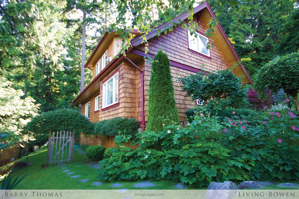 Main Photo: 955 Harbour View Place in Bowen Island: Cates Hill House for sale : MLS® # R2096558