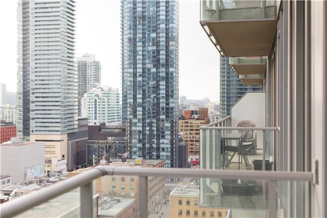 Photo 2: 126 Simcoe St Unit #1808 in Toronto: Waterfront Communities C1 Condo for sale (Toronto C01)  : MLS(r) # C3683165