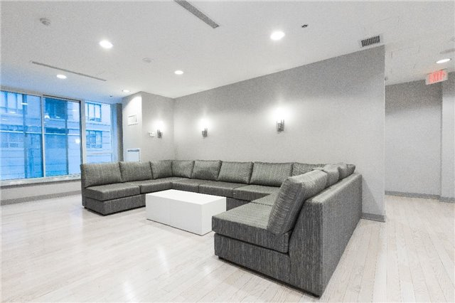 Photo 14: 126 Simcoe St Unit #1808 in Toronto: Waterfront Communities C1 Condo for sale (Toronto C01)  : MLS(r) # C3683165