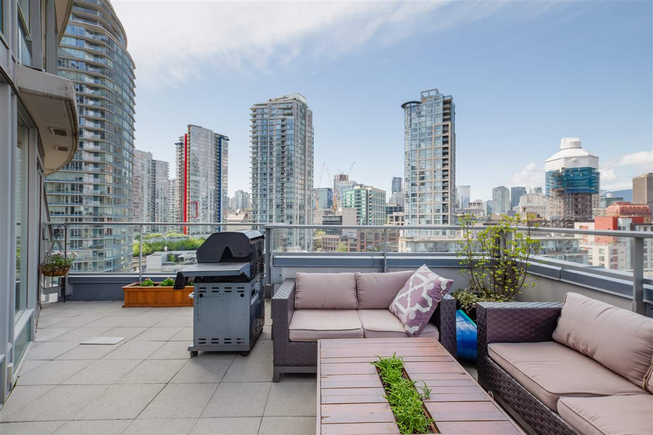 FEATURED LISTING: 1606 - 58 KEEFER Place Vancouver
