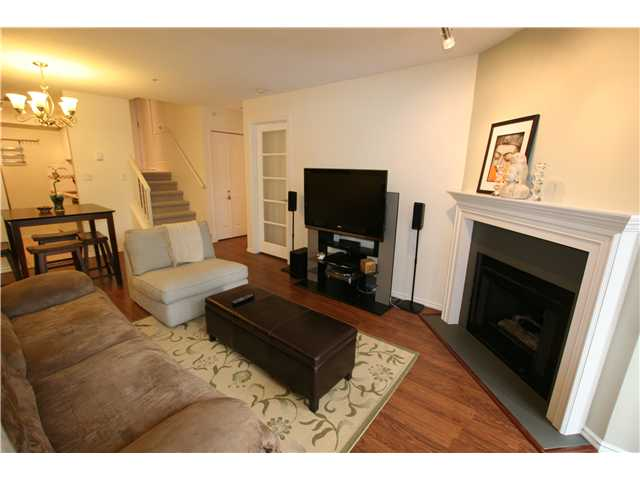 "Main Photo: 206 3680 RAE Avenue in Vancouver: Collingwood VE Condo for sale in ""RAE COURT"" (Vancouver East)  : MLS®# V945467"