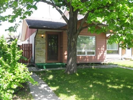 Main Photo: Charming 3 Bedroom Bungalow