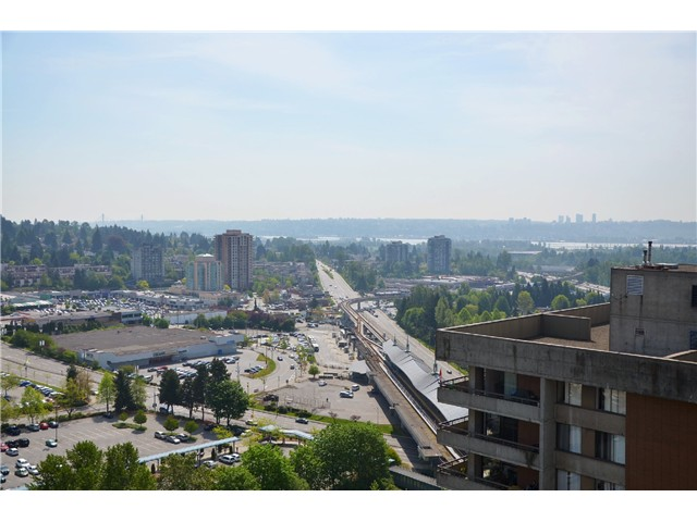 "Photo 2: 2404 3755 BARTLETT Court in Burnaby: Sullivan Heights Condo for sale in ""Timbelea/Oak"" (Burnaby North)  : MLS® # V981075"