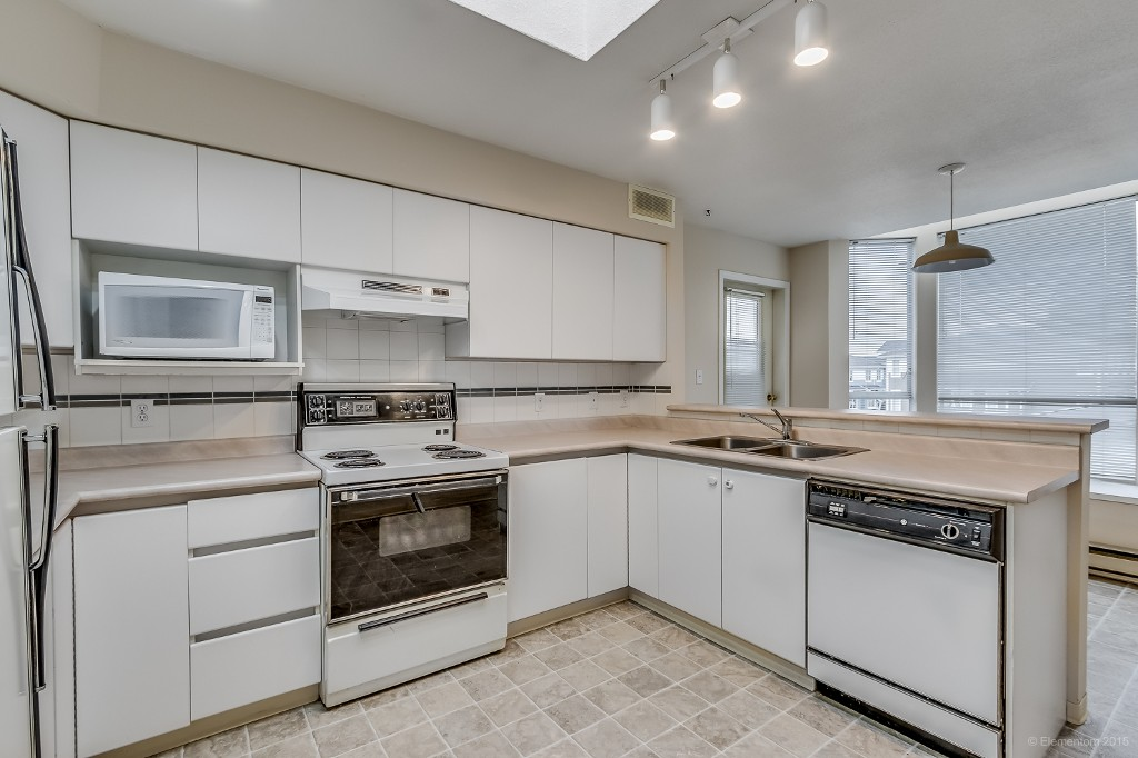 Photo 5: 304 5568 BARKER AVENUE in Burnaby: Central Park BS Condo for sale (Burnaby South)  : MLS® # R2007350