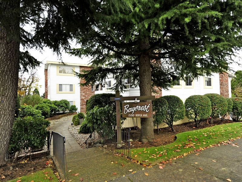 "Main Photo: 103 15010 ROPER Avenue: White Rock Condo for sale in ""BAYCREST"" (South Surrey White Rock)  : MLS(r) # F1227678"