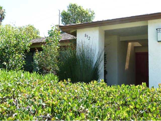 Main Photo: FALLBROOK House for sale : 3 bedrooms : 852 Willow Tree