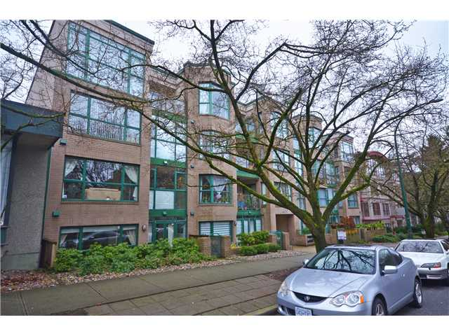 "Main Photo: 104 2130 W 12TH Avenue in Vancouver: Kitsilano Condo for sale in ""ARBUTUS WEST TERRACE"" (Vancouver West)  : MLS(r) # V988017"