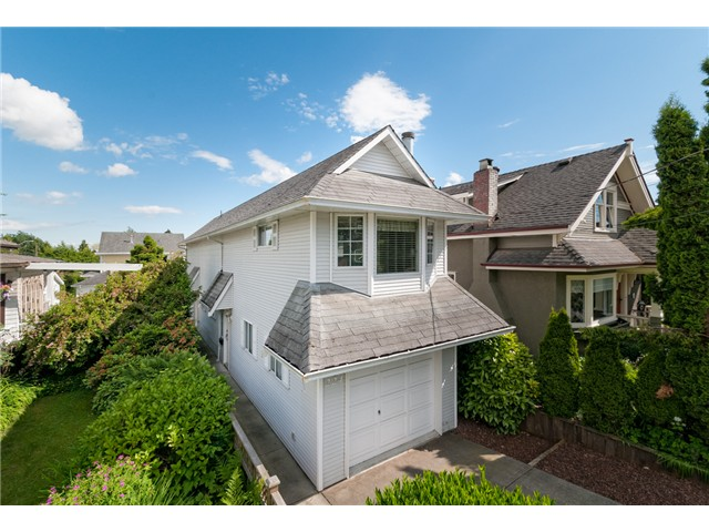 "Main Photo: 224 4TH AV in New Westminster: Queens Park House for sale in ""QUEEN'S PARK"" : MLS® # V1014040"