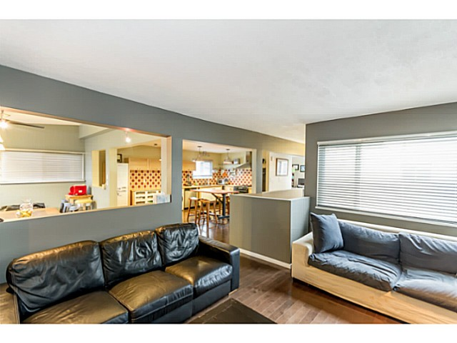 Photo 4: 1631 - 1633 SPERLING AV in Burnaby: Parkcrest Home for sale (Burnaby North)  : MLS(r) # V1045462
