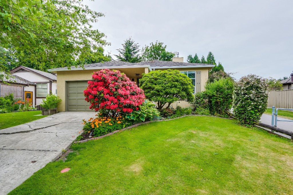 Main Photo: 14812 17th Street in Surrey: Sunnyside Park Surrey House for sale (South Surrey White Rock)
